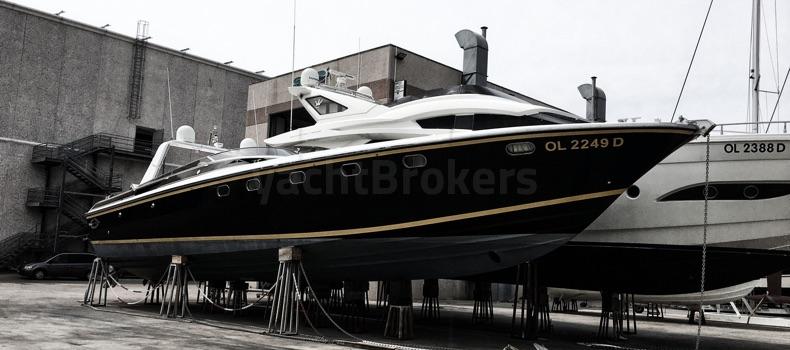 Una barca in vendita in cantiere ad Olbia