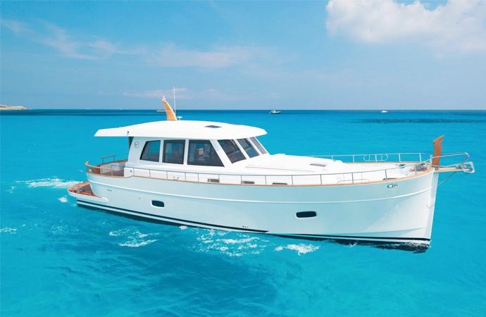 quanto costa uno yacht minorchina 54